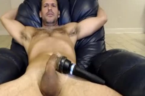 Hunk Vibrating His 10-Pounder On cam